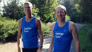 Blinder Läufer Ralf Arnold mit Kollegen