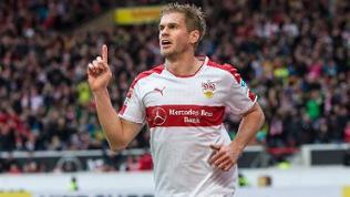 Simon Terodde nutzte den Fehler von Arminia-Bielefeld-Keeper Welfgang Hesl zum 1:0 für den VfB Stuttgart