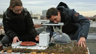 Die Forscher messen, wie viel CO² die Parzellen aufnehmen und wie viel Wasser verdunstet wird