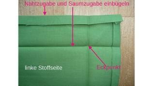 Nahtzugabe 1 cm und Saumzugabe 4 cm rückseitig auf das Stoffstück aufzeichnen, dann die Nahtzugabe und den Saum einbügeln