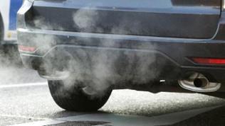 Immer mehr Kraftfahrzeuge verursachen immer mehr Abgase und Luftverschmutzung.
