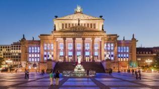 Konzerthaus Berlin, Außenansicht, Abend