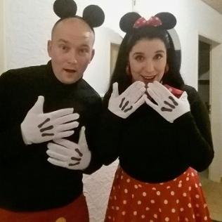 Mann und Frau Als Minnie und Micky Maus