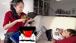 Jing Wen spielt auf einer Kindergeige