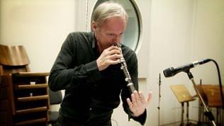 Uroš Rojko spielt Klarinette