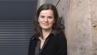 Moderatorin Eva Sauer