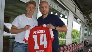 Neuzugang Viktor Fischer mit Sportvorstand Rouven Schröder