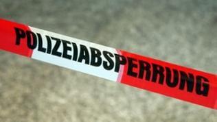"""Rot-Weißes Markierungsband mit Aufschrift """"Polizeiabsperrung"""""""