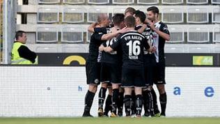 Die Spieler des VfR Aalen bejubeln den 2:1-Führungstreffer gegen Carl-Zeiss Jena