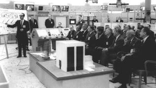 George Mueller informiert am 16.11.1963 über Saturn V in Cape Canaveral u. a. John F. Kennedy