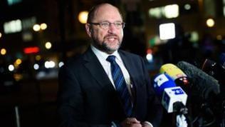 Martin Schulz (SPD), Vorsitzender der SPD, spricht am 22.01.2018 in Berlin vor einem Treffen der Parteispitzen in der CDU-Bundesgeschäftsstelle in die Mikrofone der Pressevertreter.