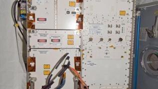 Im Fluid Science Laboratory untersuchen Astronauten das Verhalten von Flüssigkeiten in der Schwerelosigkeit