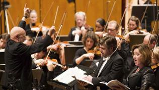 Dennis Russell Davies dirigiert das SWR Symphonieorchester