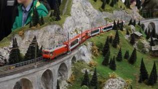 Die Größe der Anlage ist 5 x 5 Meter, in der Neuzeit. Sie wird erstmals einem größeren Publikum gezeigt. Hier der Glacier Express nach dem Landwasserviadukt.