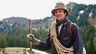 Florian Jehle in historischer Bergsteiger-Ausrüstung.