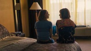 Die Beziehung zwischen Mutter und Tochter ist nicht immer leicht. Auch wenn Lady Bird ihre Mutter liebt, so fühlt sie sich von deren Fürsorge meistens eingeengt.