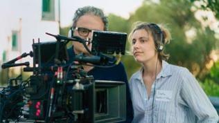 """Regisseurin Greta Gerwig, die selbst aus Sacramento kommt, sieht ihre Heimat und ihre eigene Pubertät als Inspiration für den Film: """"Die Tiefe der eigenen Empfindungen für das Zuhause zu begreifen, is"""