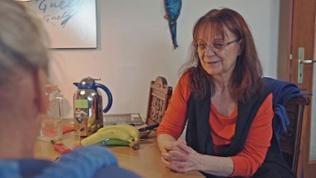 Roswitha pflegt Kurt rund um die Uhr. Sie musste auf vieles verzichten, was das Leben ausmacht.