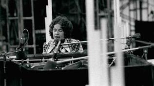 Carole King 1981 am Klavier.