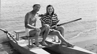 Mitte der 50er Jahre, Alex und Trude im Erholungsurlaub an der adriatischen Küste, sie strahlen Optimismus aus.