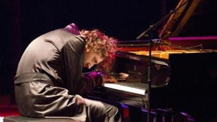 Chilly Gonzales bei einer Performance