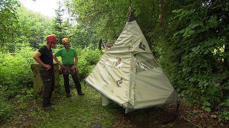 Kletterausrüstung Baum : Zeltübernachtung in heimbach weis freizeit kaffee oder tee swr.de