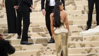 """Kim Kardashian at arrivals for Heavenly Bodies: Fashion and the Catholic Imagination Met Gala Costume Institute Annual Benefit"", Mai 2018."