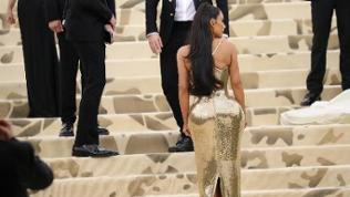 """""""Kim Kardashian at arrivals for Heavenly Bodies: Fashion and the Catholic Imagination Met Gala Costume Institute Annual Benefit"""", Mai 2018."""