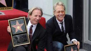 Dewey Bunnell (links) und Gerry Beckley (rechts) von der Band America auf dem Walk Of Fame in Hollywood (2012)