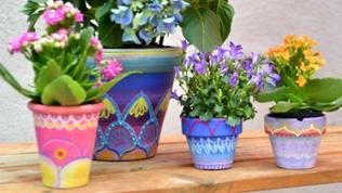 Alte Blumentöpfe aus dem Keller bekommen ein neues Design.