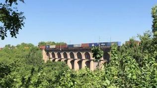 Noch nach 165 Jahren hält das Viadukt tonnenschweren Güterzügen stand.
