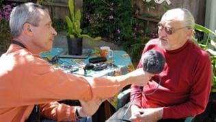 Reporter Udo Zindel interviewt den Hippie-Aktivisten Peter Berg