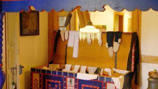 Truhe mit Wäschestücken