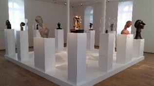 """Skulpturen in der Ausstellung """"Mensch! Skulptur"""" im """"Kunstforum Ingelheim – Altes Rathaus"""""""