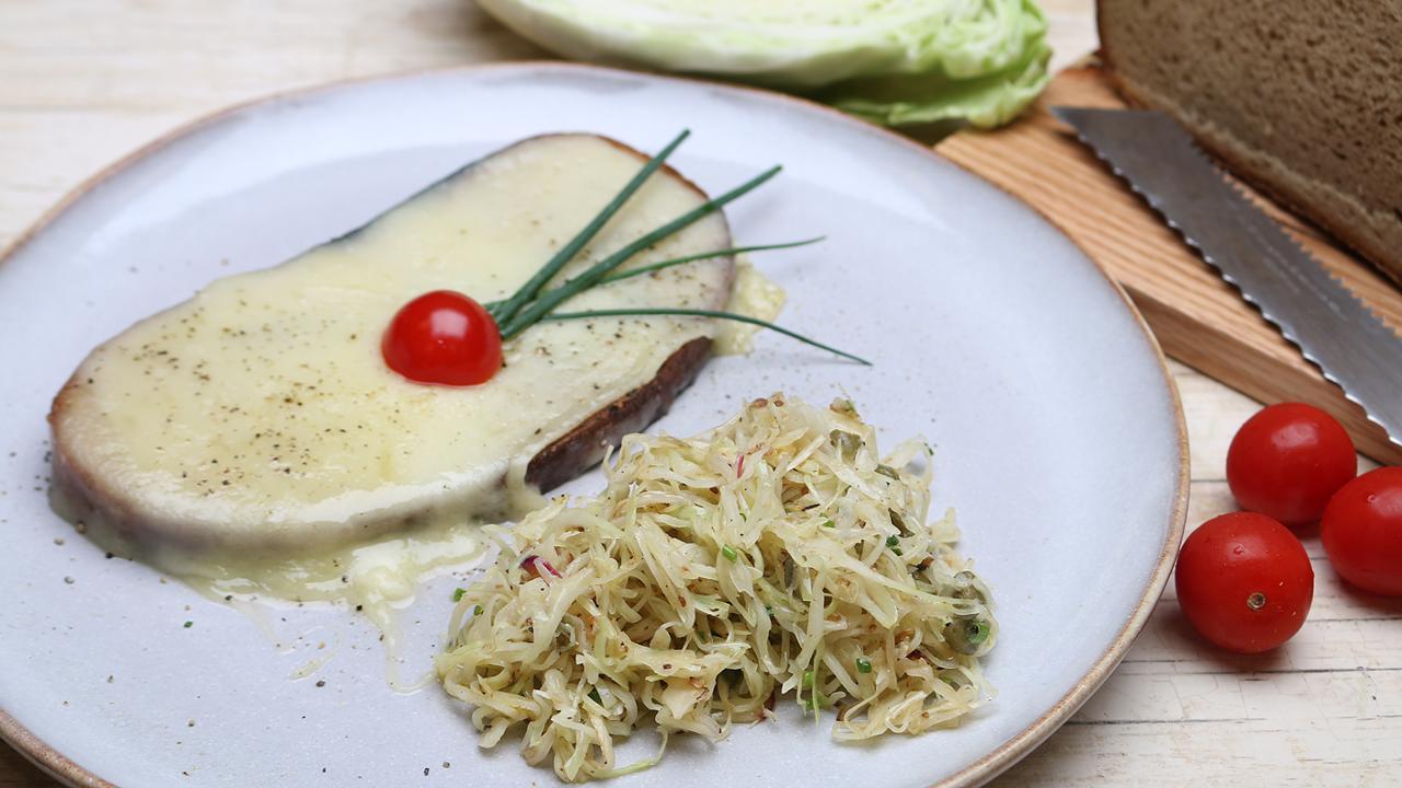 Sommerküche Quiz : Spitzkohlsalat mit gebratenem käsebrot ard buffet swr mediathek