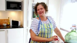 SWR Landfrau Ina Lichtenthäler in ihrer Küche