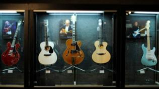 Auction of Eric Clapton's guitars and amps to benefit the Crossroads Center