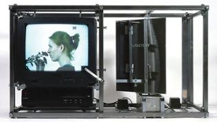 """Costantino Ciervo: Olfactory, 2002 Videoinstallation, 50,5 x 90 x 36,5 cm.  """"Der Duft der Bilder"""" Opel Villen Rüsselsheim, 2018"""
