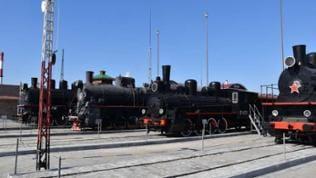 Dampfveteranen der russischen Eisenbahn im Museum von Jekaterinburg.