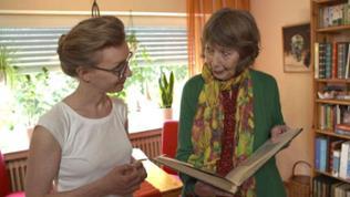 Autorin Bärbel Merseburger-Sill (links) mit einer Protagonistin bei den Dreharbeiten zu ihrem Film über Hormontherapie