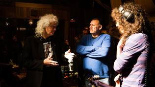 "Brian May, Produzent Graham King, Gwilym Leo (""Brian May"")"