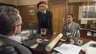 Frau Markhardt-Siegel und Monique bei Bernhard im Büro