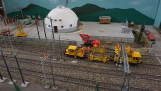Einmalig auf der Welt und einmalig auf der Modellbahn – das kugelförmig gebaute elektrische Umspannwerk von Campiglia Marittima in Italien.
