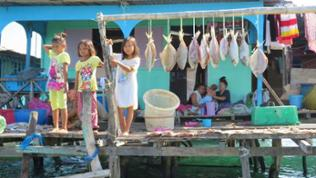 Stelzendörfer – eine ehemals traditionelle Lebensform von Fischern und ihren Familien.