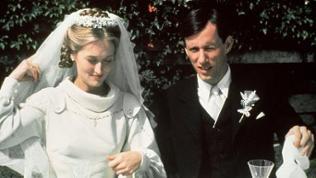 Inga Helms (Meryl Streep) und Karl Weiss (James Wood) feiern ihre Hochzeit.