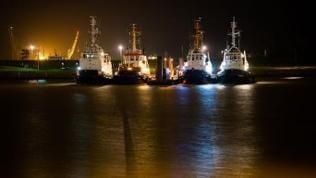 Fischerflotte bei Nacht