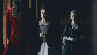 Als Lady Sarah immer mehr vom Krieg in Beschlag genommen wird, nutzt Abigail die Gelegenheit und versucht, die Gunst der Königin zu erlangen. Ihr Ziel ist es, Lady Sarah den Rang als Vertraute abzulau