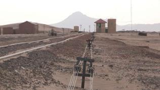 Seilzüge und Signale an einer einsamen Wüstenstation sind sein vielen Jahren außer Funktion