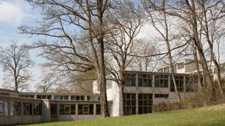 Die ehemaligen Bauten der Hochschule für Gestaltung in Ulm, die der Schweizer Bauhaus-Architekt Max Bill 1953 entworfen hat.