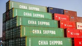 """Container im Containerhafen Shanghai mit der Aufschrift """"China Shipping"""""""